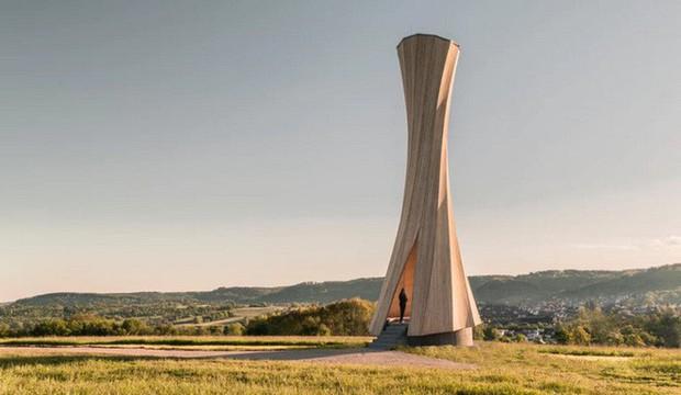 Độc đáo tòa tháp hình xoắn ốc được làm từ gỗ đầu tiên trên thế giới, không cong vênh, bền chắc không kém bê tông - Ảnh 1.