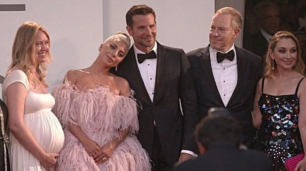 Tình yêu không có lỗi, lỗi ở ánh mắt Lady Gaga trao Bradley Cooper trong A Star Is Born quá đỗi gian tình - Ảnh 19.