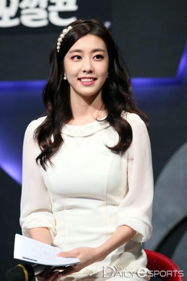 Sau khi Crush tin đồn Cho Eun Jung công khai hẹn hò nam tài tử So Ji Sub, Quỷ vương Faker tuyên bố sẽ trở lại mạnh mẽ hơn! - Ảnh 1.