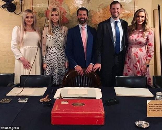 Nhân vật kém sắc nhất trong dàn trai xinh gái đẹp của Tổng thống Trump tại Anh, hóa ra từng thực tập tại Vogue và có style ngoài đời khá ổn - Ảnh 4.