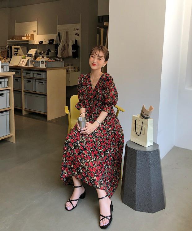 Váy hoa: item phủ sóng dày đặc mỗi mùa hè và 3 kiểu xinh đến nỗi bạn muốn rinh về hết cho tủ đồ - Ảnh 5.