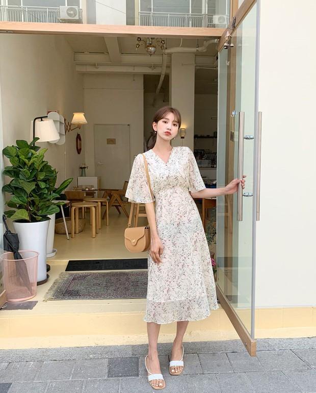 Váy hoa: item phủ sóng dày đặc mỗi mùa hè và 3 kiểu xinh đến nỗi bạn muốn rinh về hết cho tủ đồ - Ảnh 6.