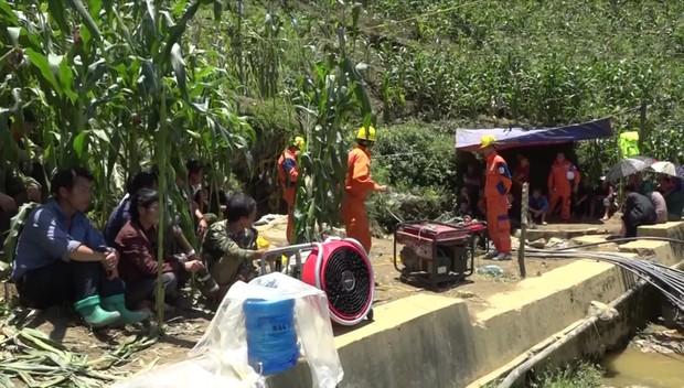 Cận cảnh hiện trường giải cứu nạn nhân mắc kẹt trong hang đá ở Lào Cai - Ảnh 6.