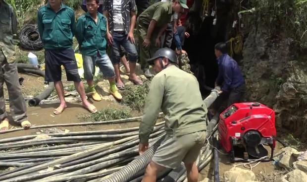 Cận cảnh hiện trường giải cứu nạn nhân mắc kẹt trong hang đá ở Lào Cai - Ảnh 7.