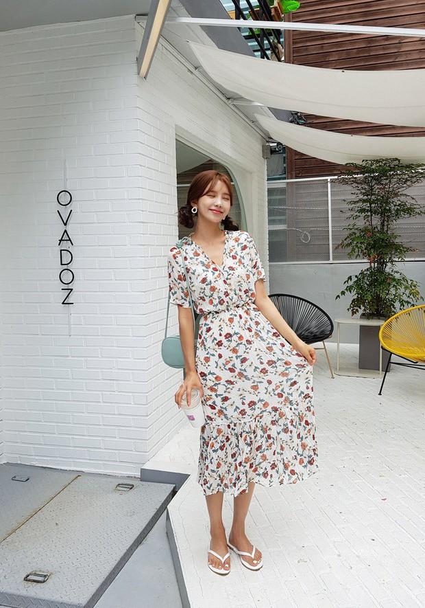 Váy hoa: item phủ sóng dày đặc mỗi mùa hè và 3 kiểu xinh đến nỗi bạn muốn rinh về hết cho tủ đồ - Ảnh 8.