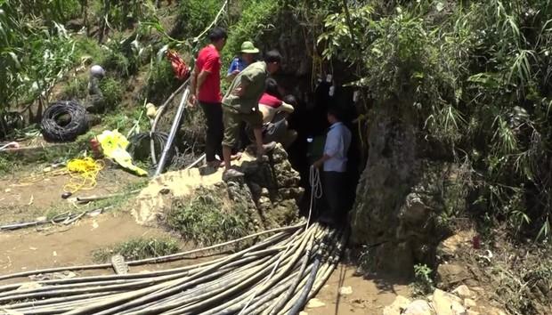 Cận cảnh hiện trường giải cứu nạn nhân mắc kẹt trong hang đá ở Lào Cai - Ảnh 8.