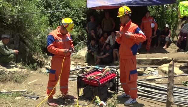 Cận cảnh hiện trường giải cứu nạn nhân mắc kẹt trong hang đá ở Lào Cai - Ảnh 9.