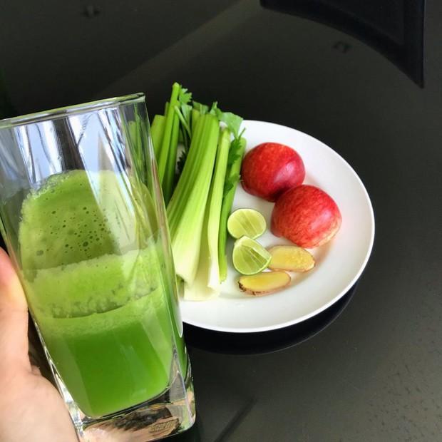 Học lỏm 2 công thức mix nước ép cần tây từ bạn gái Lâm Tây - Yến Xuân, nguyên liệu có đủ trong bếp nhà bạn - Ảnh 4.