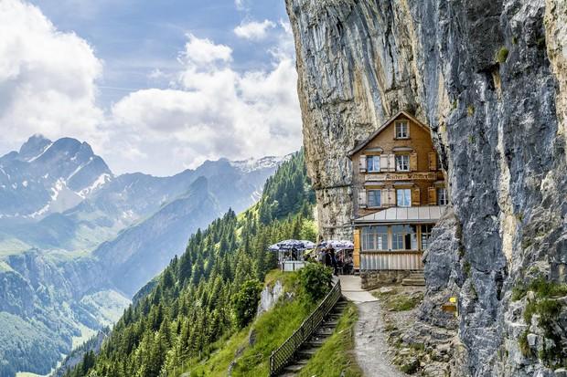 Du lịch qua màn ảnh nhỏ với loạt resort và khách sạn đỉnh nhất thế giới: Trên đời này hoá ra có nhiều nơi kì diệu đến vậy!  - Ảnh 8.