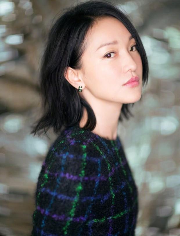 Ai đòi cắt nghĩa diễn xuất, mời xem ngay 8 phim đỉnh cao của chị đại Châu Tấn: Số 4 đi vào huyền thoại - Ảnh 1.