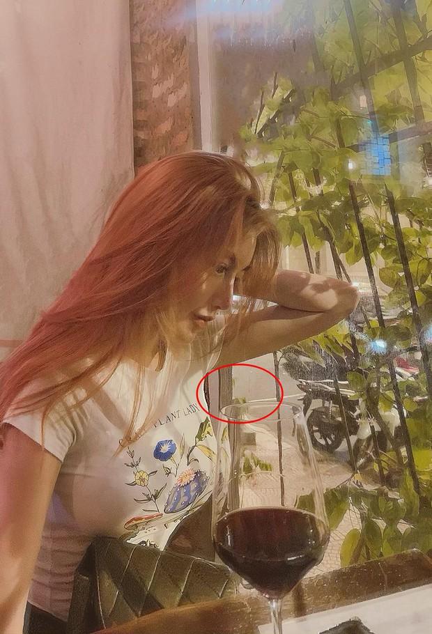 """Elly Trần nhập hội siêu năng lực """"bẻ cong vạn vật"""", đăng một tấm hình khoe vòng eo con kiến cũng phải bóp đến méo cả tường! - Ảnh 2."""