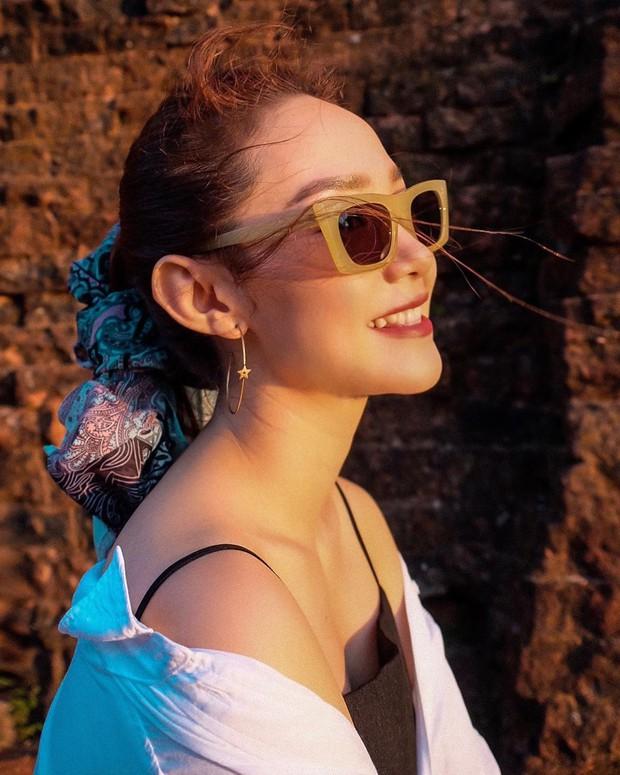 """Đi Phú Yên ngoài check-in 2 điểm nhất định phải đến, Minh Hằng còn """"lăng xê"""" thêm trend chỉnh ảnh du lịch """"cực đỉnh"""" này cho fan - Ảnh 5."""