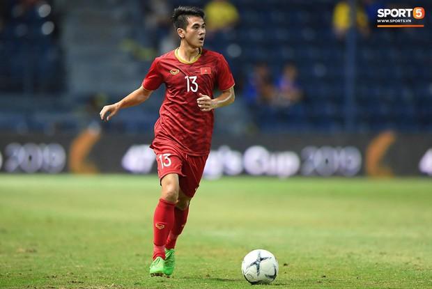 Bộ ba của Hà Nội FC phối hợp cực đẹp, Đức Huy ghi bàn đầy cảm xúc cho ĐT Việt Nam - Ảnh 1.