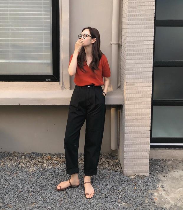 Trời oi bức kinh hoàng, bạn sẽ cần đến gợi ý ăn mặc mát mẻ mà vẫn đẹp xỉu từ các cô nàng Hàn Quốc sành mặc tuần qua - Ảnh 11.