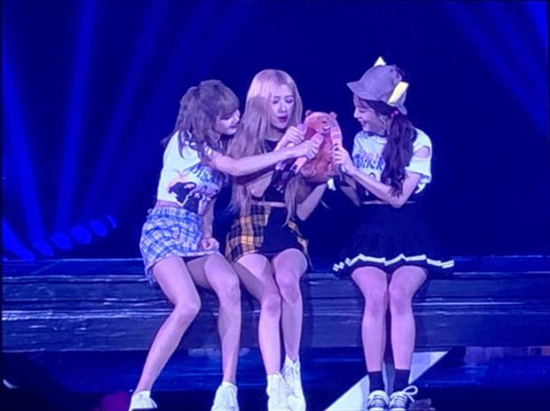 Vắng Jennie giữa chừng, các thành viên BLACKPINK đã chữa cháy loạt sân khấu như thế nào? - Ảnh 6.
