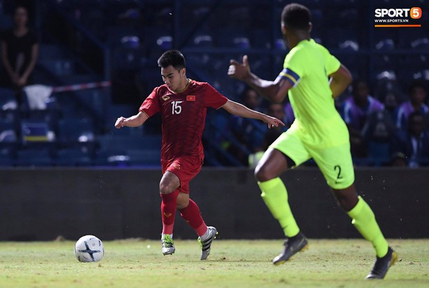 Bộ ba của Hà Nội FC phối hợp cực đẹp, Đức Huy ghi bàn đầy cảm xúc cho ĐT Việt Nam - Ảnh 6.