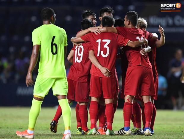 Bộ ba của Hà Nội FC phối hợp cực đẹp, Đức Huy ghi bàn đầy cảm xúc cho ĐT Việt Nam - Ảnh 4.