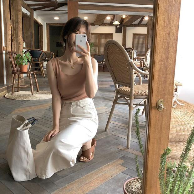 Trời oi bức kinh hoàng, bạn sẽ cần đến gợi ý ăn mặc mát mẻ mà vẫn đẹp xỉu từ các cô nàng Hàn Quốc sành mặc tuần qua - Ảnh 6.