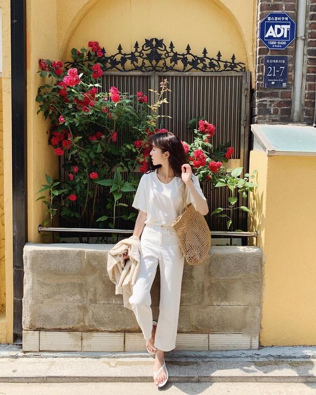 Trời oi bức kinh hoàng, bạn sẽ cần đến gợi ý ăn mặc mát mẻ mà vẫn đẹp xỉu từ các cô nàng Hàn Quốc sành mặc tuần qua - Ảnh 10.