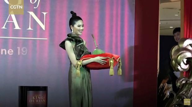 Sốc: 1 quả sầu riêng đã đem về hơn 1,1 tỷ đồng sau phiên đấu giá ở Thái Lan - Ảnh 1.