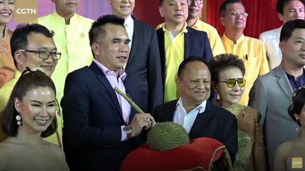 Sốc: 1 quả sầu riêng đã đem về hơn 1,1 tỷ đồng sau phiên đấu giá ở Thái Lan - Ảnh 4.