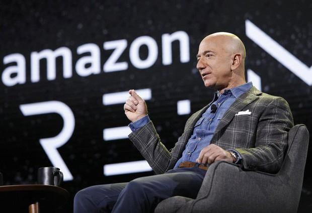 Jeff Bezos: Tôi muốn cứu nhân loại bằng cách lên Mặt Trăng - Ảnh 2.
