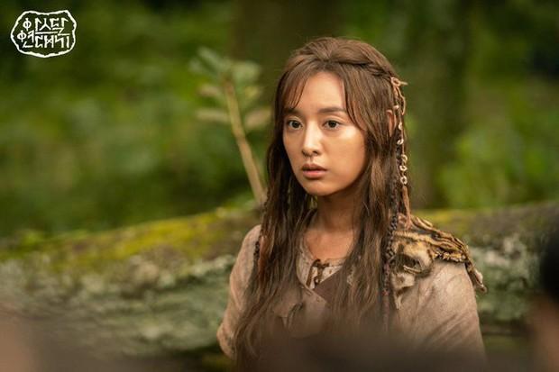2 tháng tròn im lặng về tin đồn bóc lột, Ekip bom tấn của Song Joong Ki chính thức la làng trước scandal - Ảnh 3.