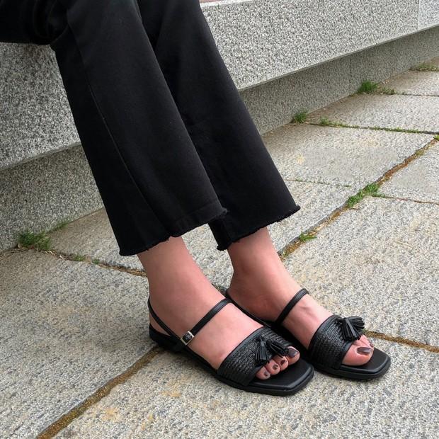 Tạm quên giày cao gót đi, dáng bạn vẫn sẽ cao ráo và phong cách thì đậm chất công sở với 4 kiểu giày bệt này - Ảnh 13.