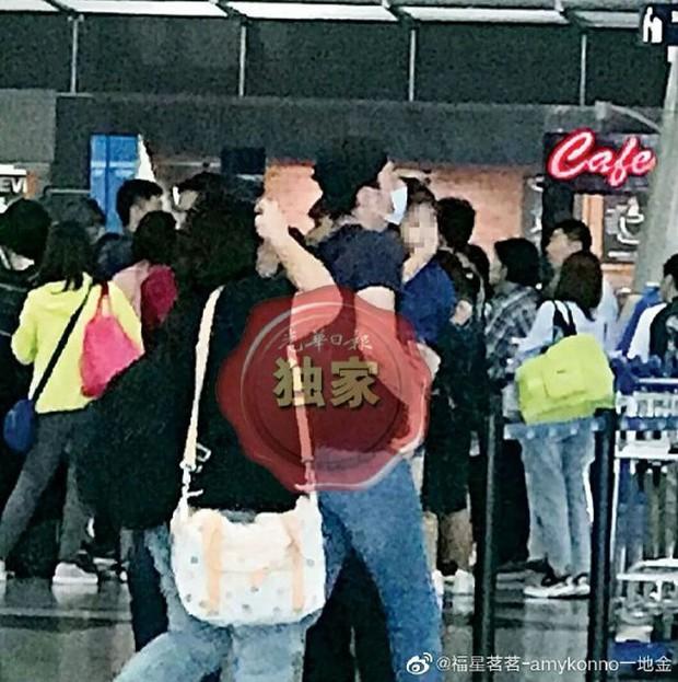 Con gái Lâm Tâm Như lần đầu lộ ảnh, hoá ra do Hoắc Kiến Hoa tận tâm đưa sang Malaysia gặp mẹ cho đỡ nhớ - Ảnh 2.