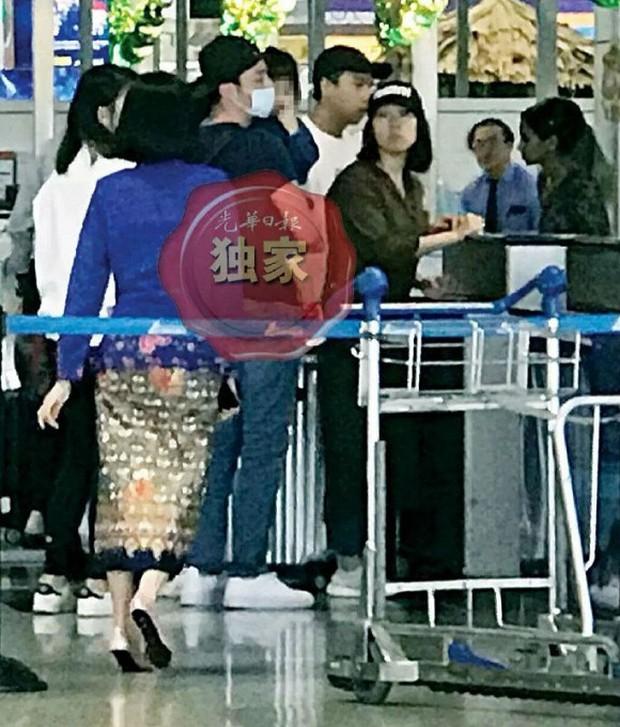 Con gái Lâm Tâm Như lần đầu lộ ảnh, hoá ra do Hoắc Kiến Hoa tận tâm đưa sang Malaysia gặp mẹ cho đỡ nhớ - Ảnh 3.