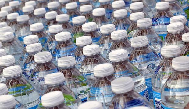 Những hạt vi nhựa có ở khắp mọi nơi, trong nước uống, không khí, thậm chí cả cơ thể bạn - Ảnh 4.