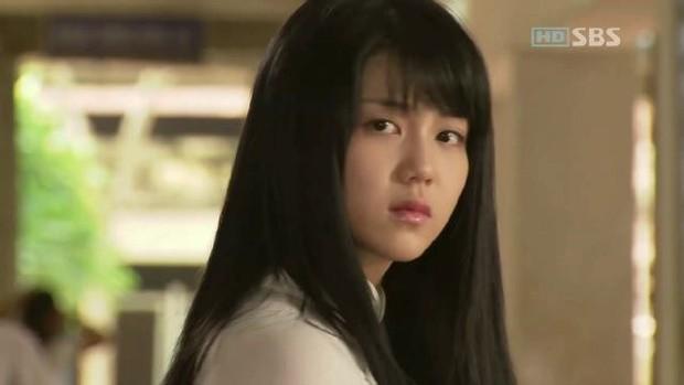 Kim Ok Bin: Từ nữ hoàng cảnh nóng đến tiểu tam tin đồn gây rạn nứt tổ ấm Song Hye Kyo - Ảnh 4.