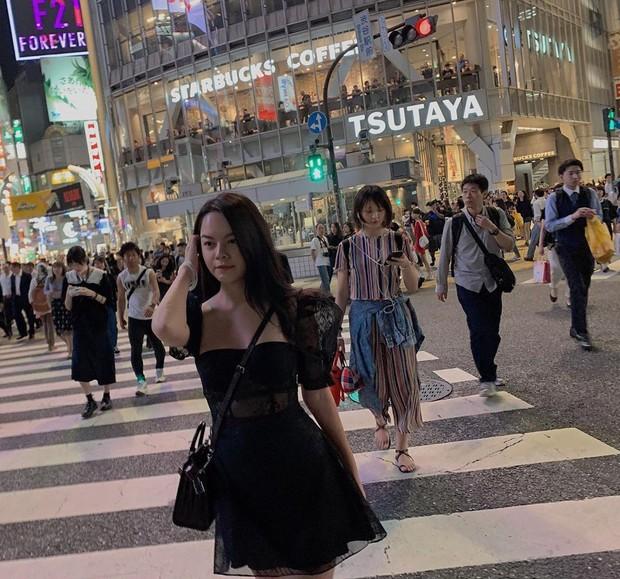 Tài mix đồ thần sầu của Phạm Quỳnh Anh: Chỉ vài bước mà biến đầm đi sự kiện thành váy dạo phố cực trẻ xinh - Ảnh 4.