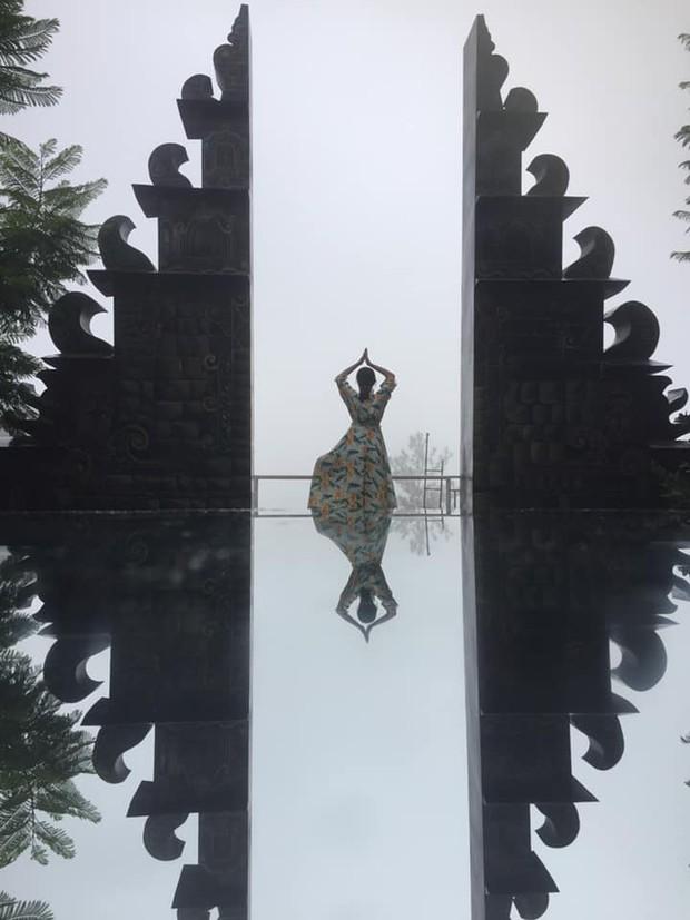 """""""Cổng trời Bali"""" mới xuất hiện ở Đà Lạt gây tranh cãi vì lạc quẻ, ảnh thì bị chỉnh """"lố"""" như sang tận Disneyland - Ảnh 6."""