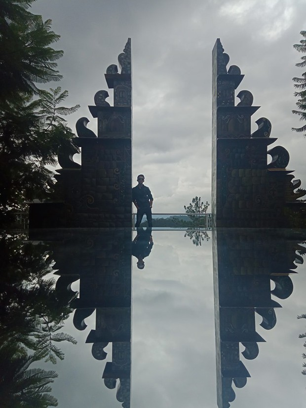 """""""Cổng trời Bali"""" mới xuất hiện ở Đà Lạt gây tranh cãi vì lạc quẻ, ảnh thì bị chỉnh """"lố"""" như sang tận Disneyland - Ảnh 7."""