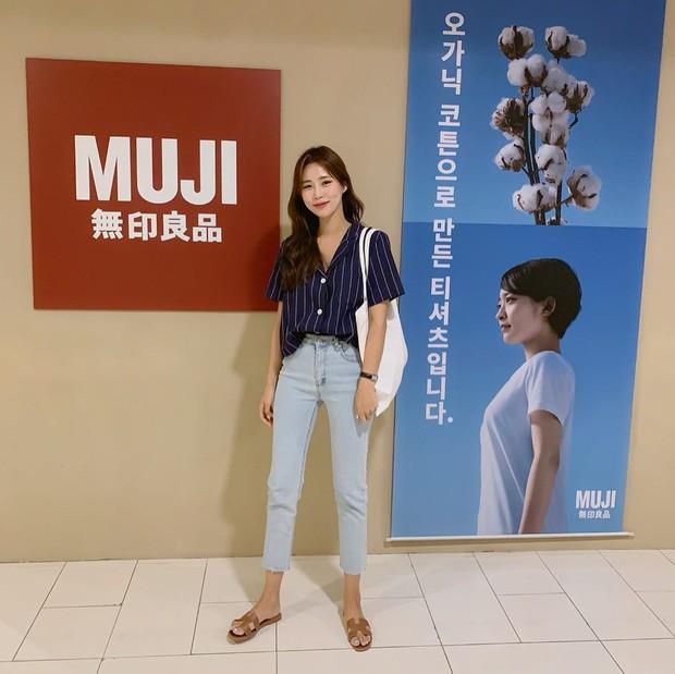 Trời oi bức kinh hoàng, bạn sẽ cần đến gợi ý ăn mặc mát mẻ mà vẫn đẹp xỉu từ các cô nàng Hàn Quốc sành mặc tuần qua - Ảnh 7.