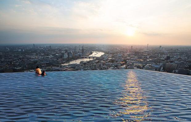 Độc đáo bể bơi vô cực 360 độ đầu tiên trên thế giới sắp ra mắt  - Ảnh 3.