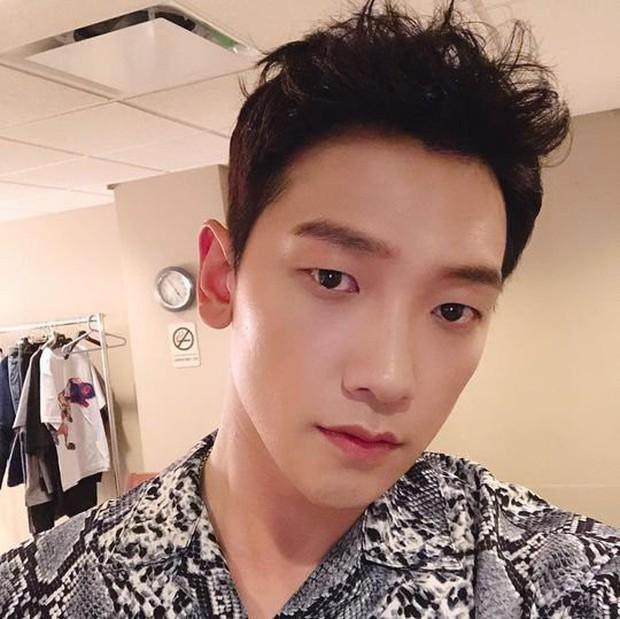 Ông chú 38 tuổi Bi Rain đăng ảnh selfie đầy trẻ trung nhưng vẫn bị netizen Hàn khẩu nghiệp ví như... con muỗi - Ảnh 1.
