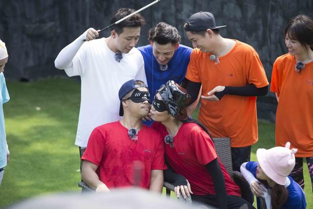 Running Man: BB Trần - Trương Thế Vinh môi chạm môi khiến cả làng hú hét - Ảnh 9.