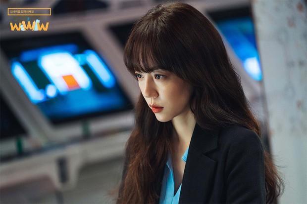 """5 lí do phải xem ngay """"Search: WWW"""" - Ba chị đại cung đấu vì top đầu ngầu nhất màn ảnh Hàn 2019 - Ảnh 13."""