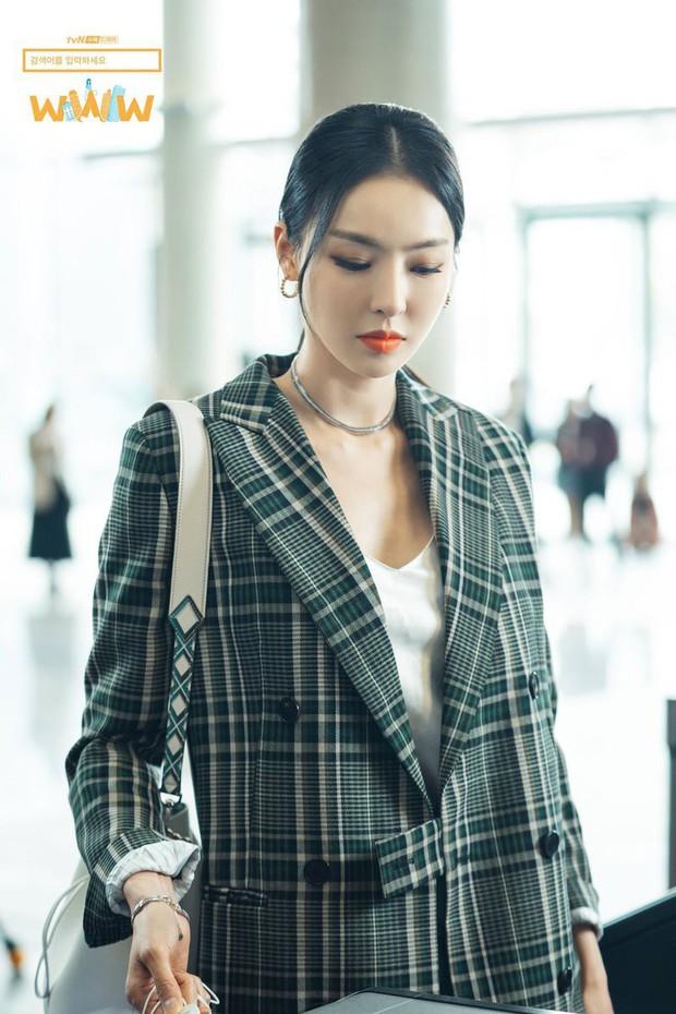 """5 lí do phải xem ngay """"Search: WWW"""" - Ba chị đại cung đấu vì top đầu ngầu nhất màn ảnh Hàn 2019 - Ảnh 15."""
