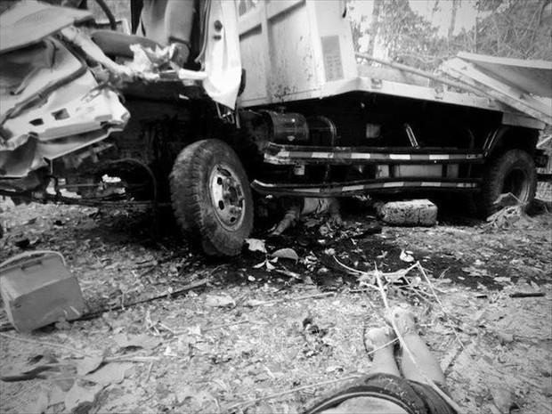 Lật xe chở đoàn người dự lễ ăn hỏi, cô dâu và 12 người tử nạn - Ảnh 1.