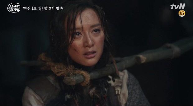 Kim Ji Won bùng nổ diễn xuất: Tự cắn đứt tay rồi bôi máu lên mắt, triệu hồi sói thần ngay tập 4 Niên Sử Kí Arthdal! - Ảnh 1.