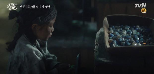 Kim Ji Won bùng nổ diễn xuất: Tự cắn đứt tay rồi bôi máu lên mắt, triệu hồi sói thần ngay tập 4 Niên Sử Kí Arthdal! - Ảnh 12.