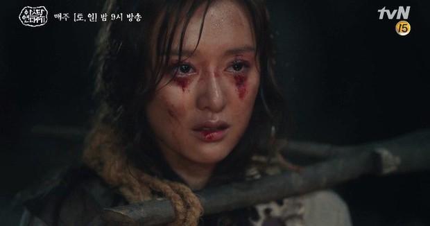 Kim Ji Won bùng nổ diễn xuất: Tự cắn đứt tay rồi bôi máu lên mắt, triệu hồi sói thần ngay tập 4 Niên Sử Kí Arthdal! - Ảnh 3.