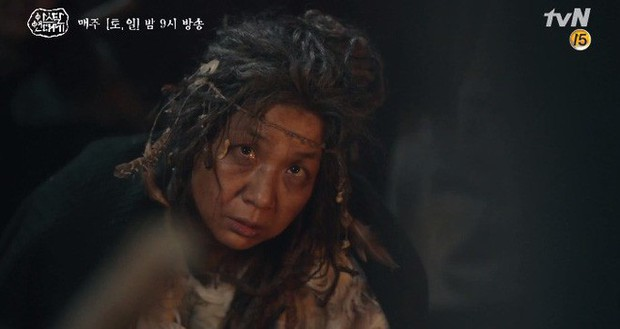 Kim Ji Won bùng nổ diễn xuất: Tự cắn đứt tay rồi bôi máu lên mắt, triệu hồi sói thần ngay tập 4 Niên Sử Kí Arthdal! - Ảnh 4.