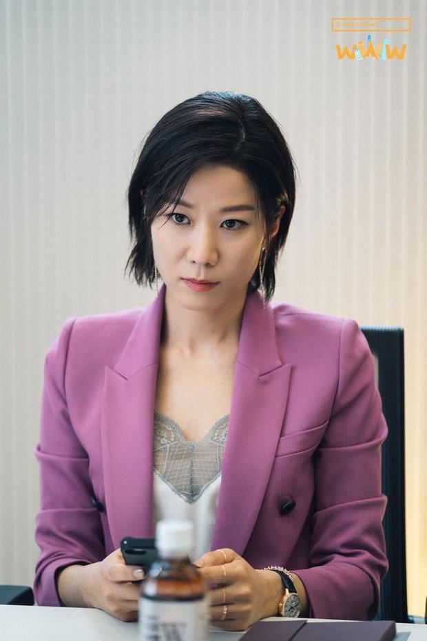 """5 lí do phải xem ngay """"Search: WWW"""" - Ba chị đại cung đấu vì top đầu ngầu nhất màn ảnh Hàn 2019 - Ảnh 7."""