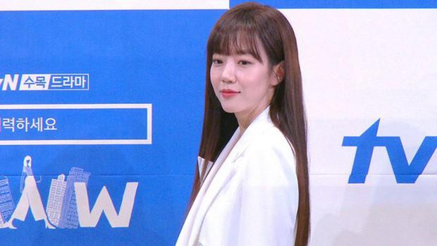 """5 lí do phải xem ngay """"Search: WWW"""" - Ba chị đại cung đấu vì top đầu ngầu nhất màn ảnh Hàn 2019 - Ảnh 8."""
