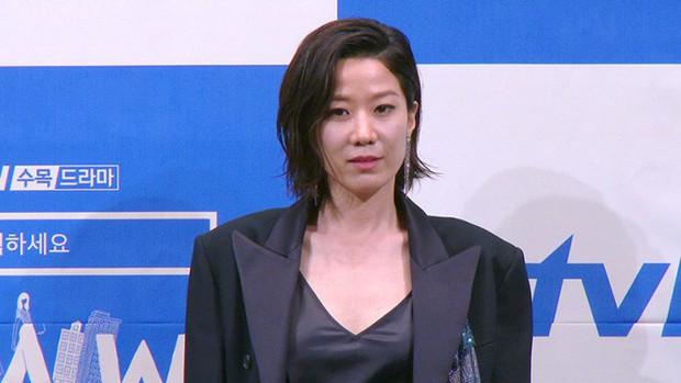 """5 lí do phải xem ngay """"Search: WWW"""" - Ba chị đại cung đấu vì top đầu ngầu nhất màn ảnh Hàn 2019 - Ảnh 10."""