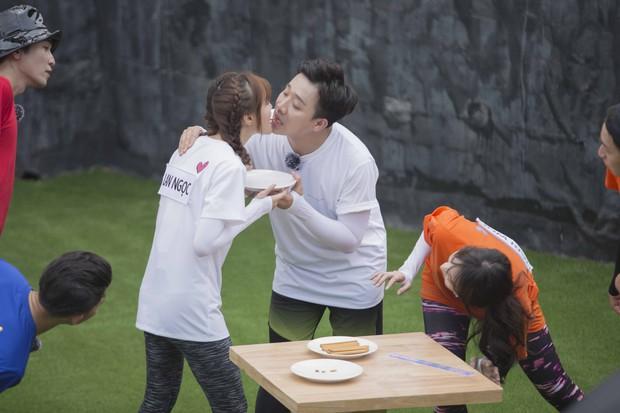 Running Man: BB Trần - Trương Thế Vinh môi chạm môi khiến cả làng hú hét - Ảnh 5.